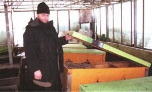 На монастырской пасеке семьи зимуют